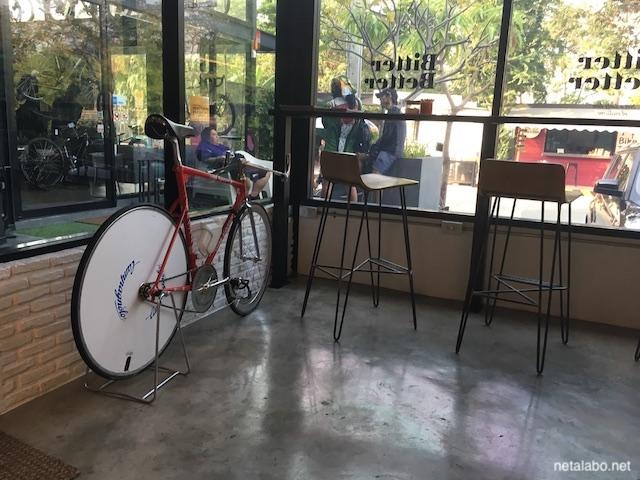 ノンボン公園の自転車があるカフェ