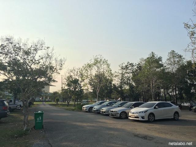 バンコク・ノンボン公園の駐車場