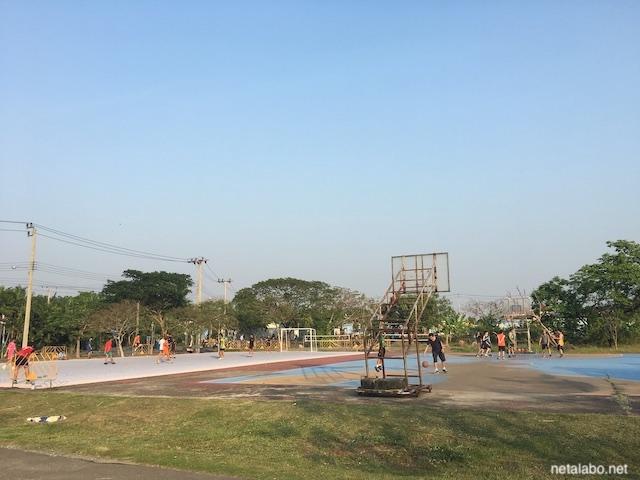 ノンボン公園でスポーツ