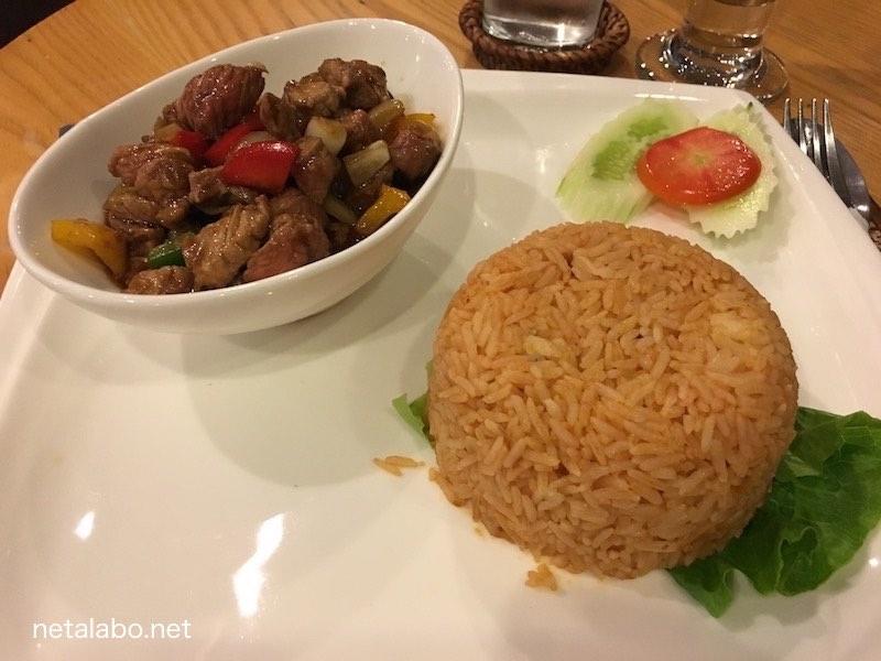 ビエンチャンのタイ大使館近くのおすすめカフェ「Cafe Sinouk」の料理