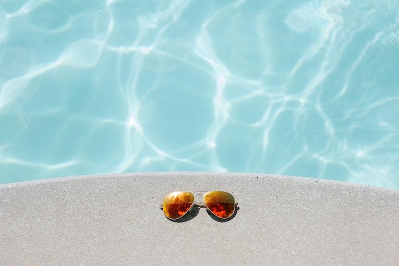 ウォータープルーフ日焼け止めをつけてプール